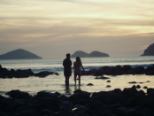 000Velha Roupa Colorida_cena praia